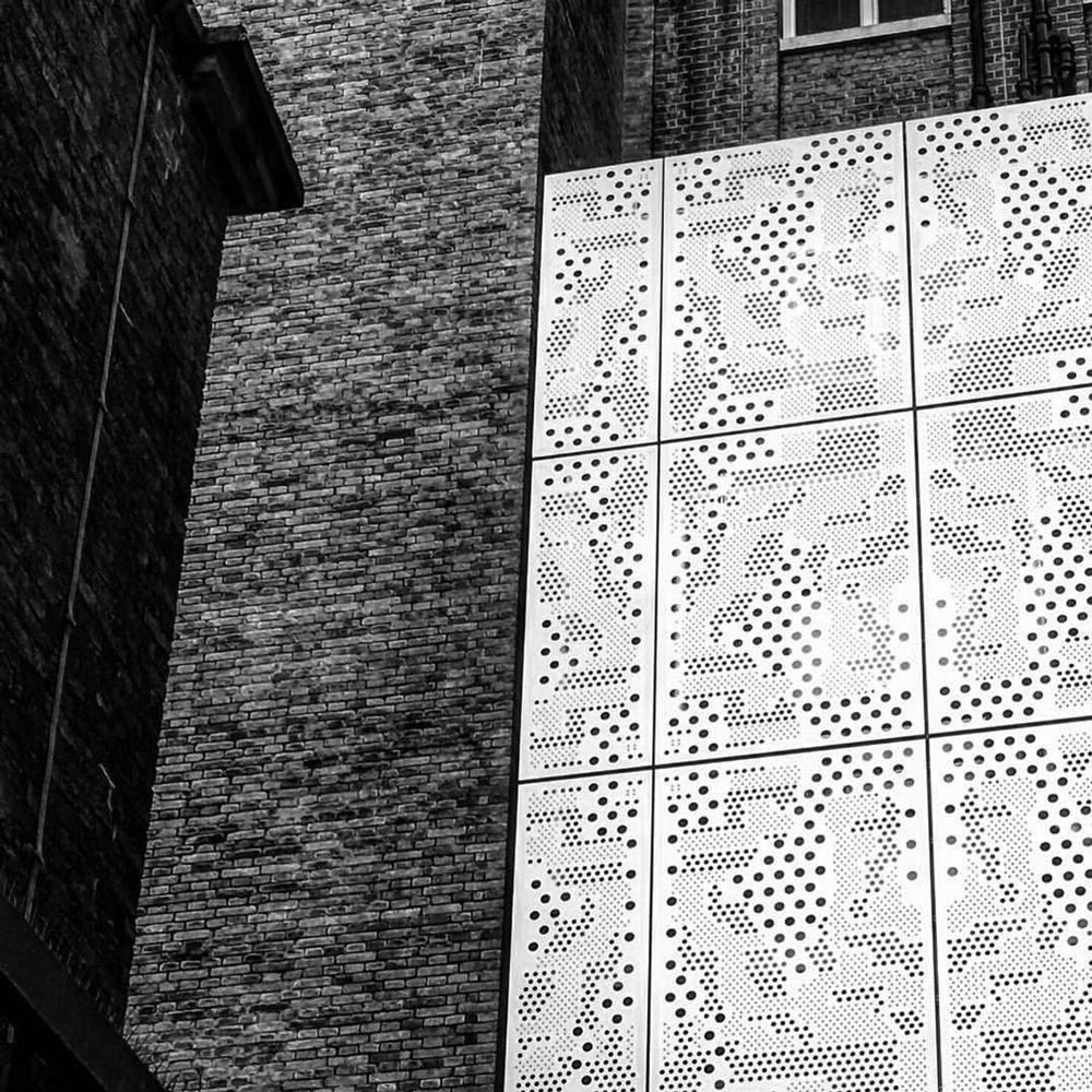Architektur-Detail. Foto von Ulrike Liebig, Architektin. Mitarbeiterportrait von einszueins die Ingenieure für digitale Pläne.