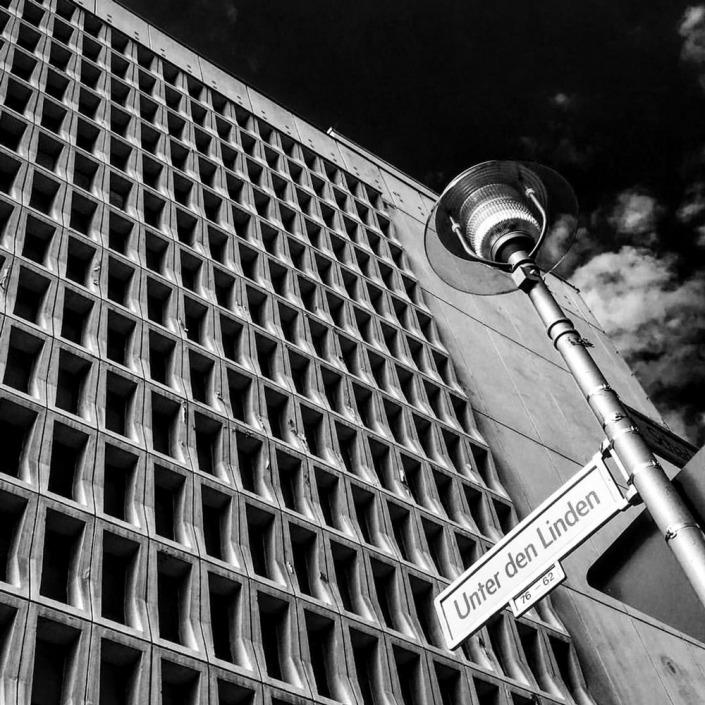 Berlin, Unter den Linden. Foto von Ulrike Liebig, Architektin. Mitarbeiterportrait von einszueins die Ingenieure für digitale Pläne.