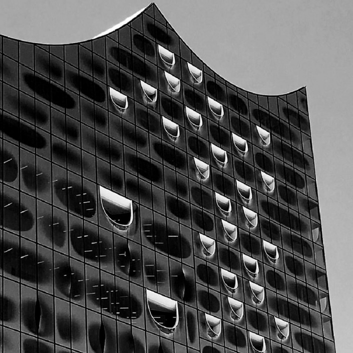 Hamburg, Elbphilharmonie. Foto von Ulrike Liebig, Architektin. Mitarbeiterportrait von einszueins die Ingenieure für digitale Pläne.