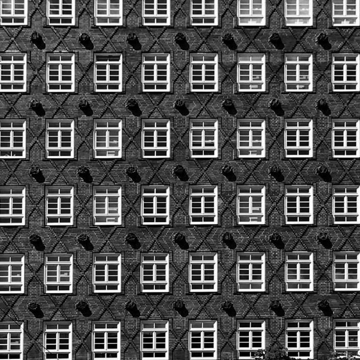 Hamburg, Kontorhaus. Foto von Ulrike Liebig, Architektin. Mitarbeiterportrait von einszueins die Ingenieure für digitale Pläne.