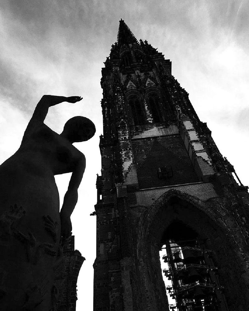 Hamburg, Nikolaikirche. Foto von Ulrike Liebig, Architektin. Mitarbeiterportrait von einszueins die Ingenieure für digitale Pläne.