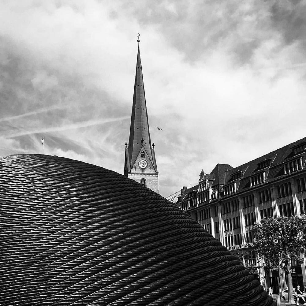 Hamburg, Rathaus. Foto von Ulrike Liebig, Architektin. Mitarbeiterportrait von einszueins die Ingenieure für digitale Pläne.