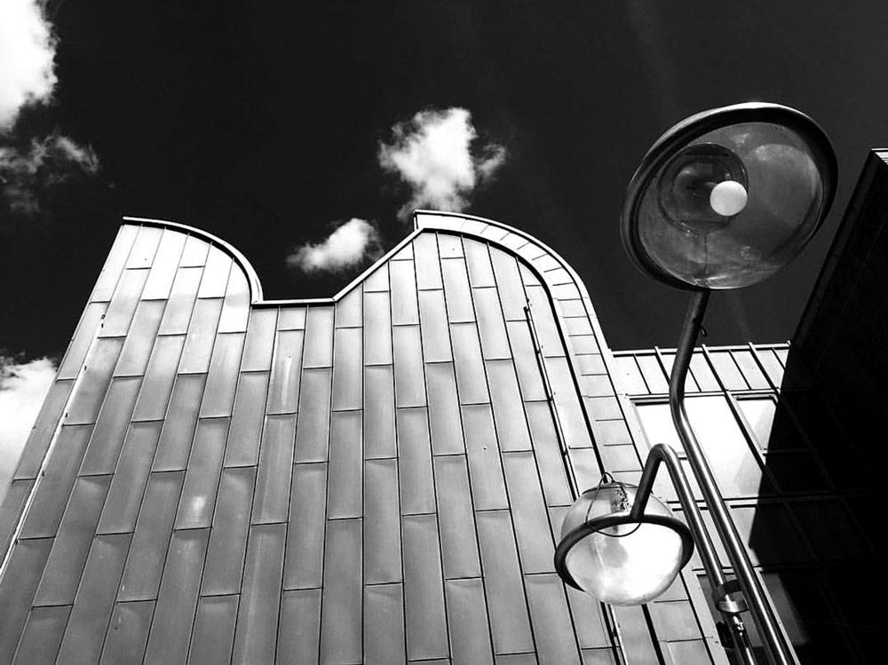 Koeln, Museum Ludwig. Foto von Ulrike Liebig, Architektin. Mitarbeiterportrait von einszueins die Ingenieure für digitale Pläne.