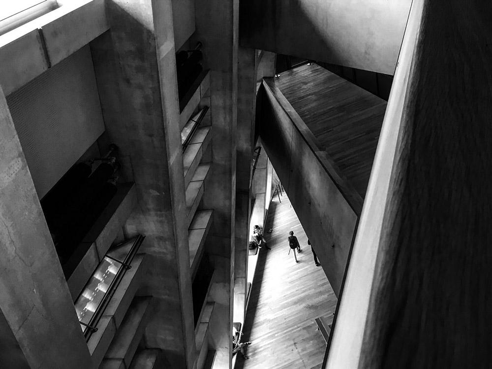 London, Modern Tate. Foto von Ulrike Liebig, Architektin. Mitarbeiterportrait von einszueins die Ingenieure für digitale Pläne.