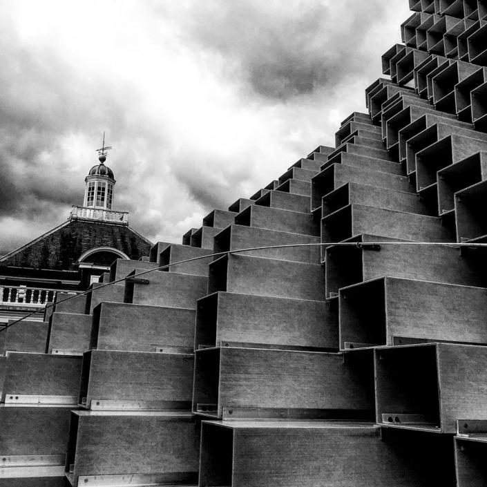 London, Serpentine Gallery. Foto von Ulrike Liebig, Architektin. Mitarbeiterportrait von einszueins die Ingenieure für digitale Pläne.
