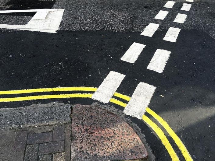 London, Strassenmarkierung. Foto von Ulrike Liebig, Architektin. Mitarbeiterportrait von einszueins die Ingenieure für digitale Pläne.