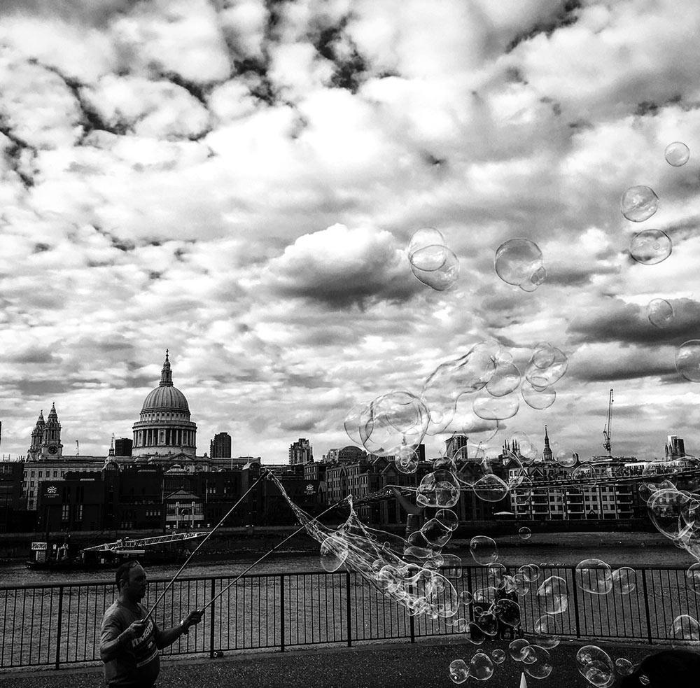 London, Themse-Ufer. Foto von Ulrike Liebig, Architektin. Mitarbeiterportrait von einszueins die Ingenieure für digitale Pläne.