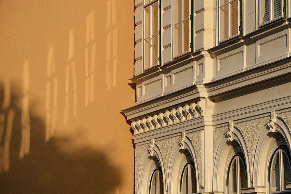 Wien, Architektur mit Stoff. Foto von Ulrike Liebig, Architektin. Mitarbeiterportrait von einszueins die Ingenieure für digitale Pläne.