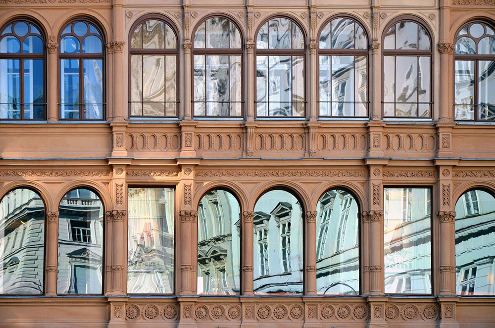 Wien, Architektur-Spiegelung. Foto von Ulrike Liebig, Architektin. Mitarbeiterportrait von einszueins die Ingenieure für digitale Pläne.