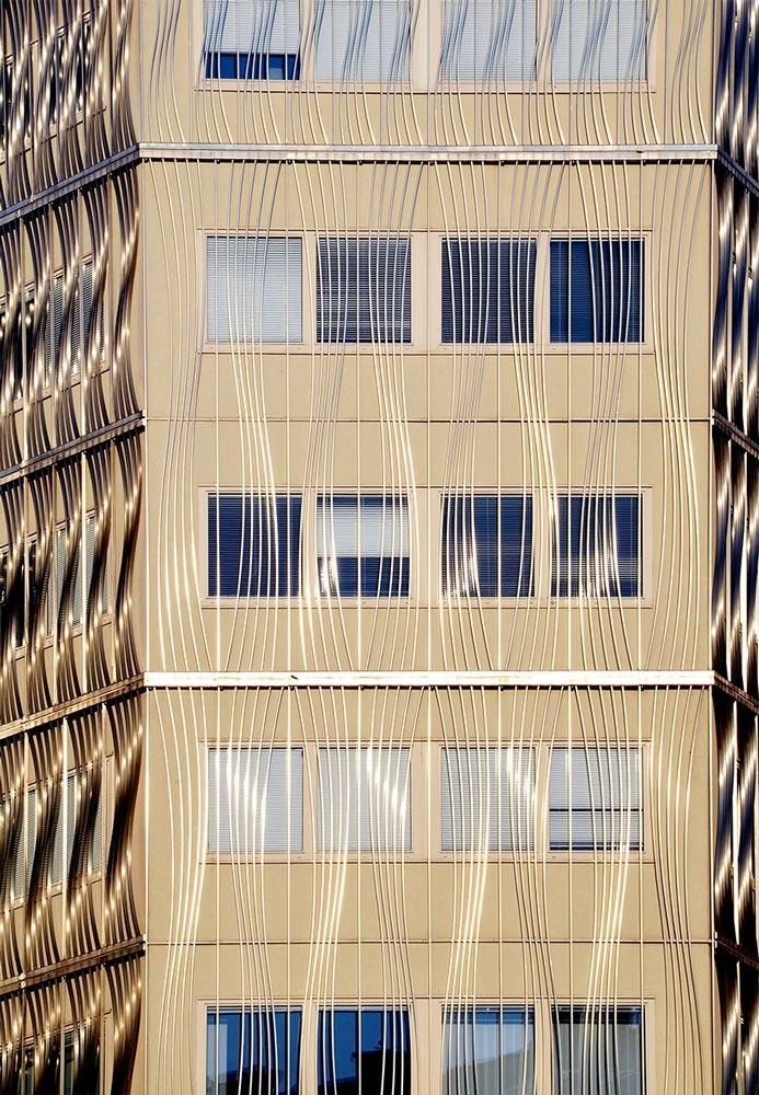 Wien, Hausfassade. Foto von Ulrike Liebig, Architektin. Mitarbeiterportrait von einszueins die Ingenieure für digitale Pläne.