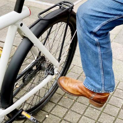 digital Radfahren: Smartbike abschließen per Fußkick